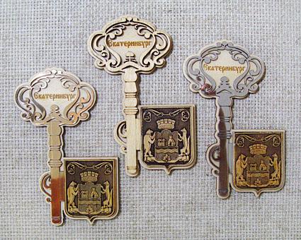 Магнит Ключ с гербом - береста, дерево, пластик, АА