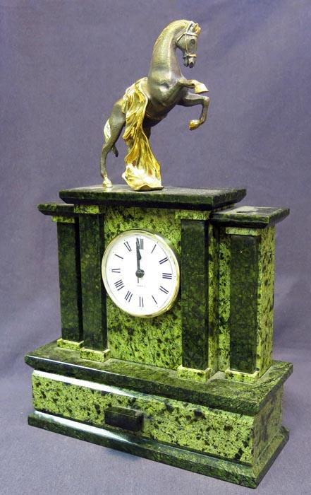 Часы Конь, змеевик