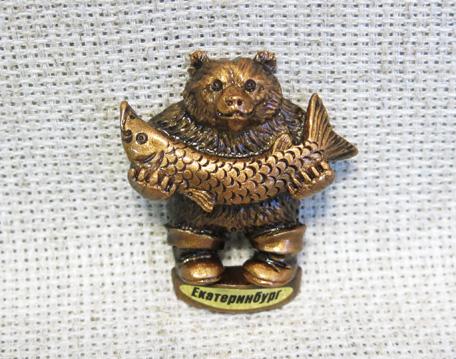 Магнит Медведь с рыбой мини, 12143