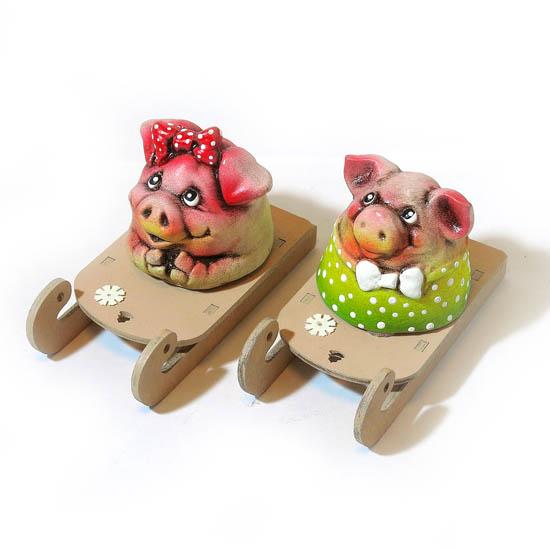 Композиция Свинка на салазках, Д
