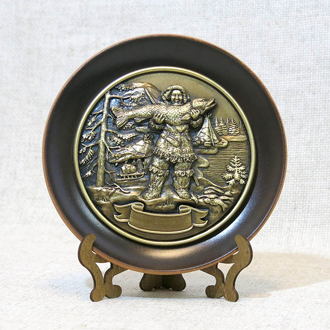 Тарелка керамическая с литой каменной накладкой Северянин с рыбой, 7012
