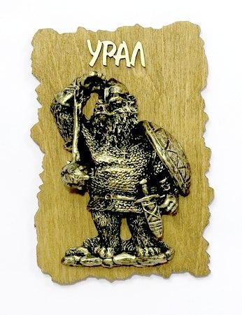 Магнит на дереве Медведь богатырь с булавой объемный, 6056