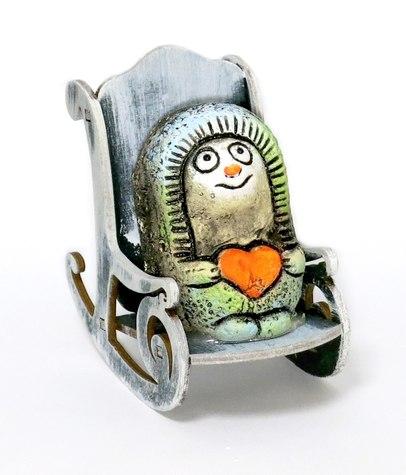 Ежик с сердцем в кресле-качалке, KN 00-127